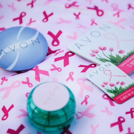avon проти раку, шёлковый платок, йо-йо, магниты, значки